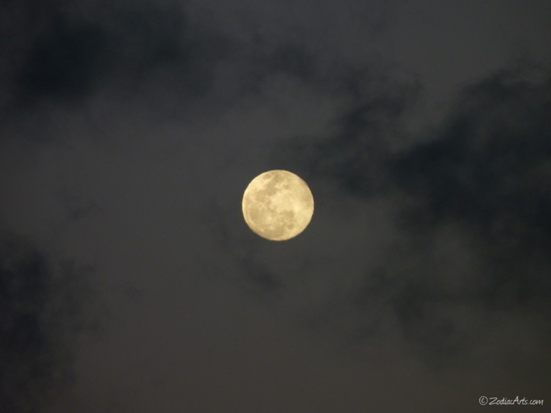 20160420-1856-P1310141-Moon5-Clouds