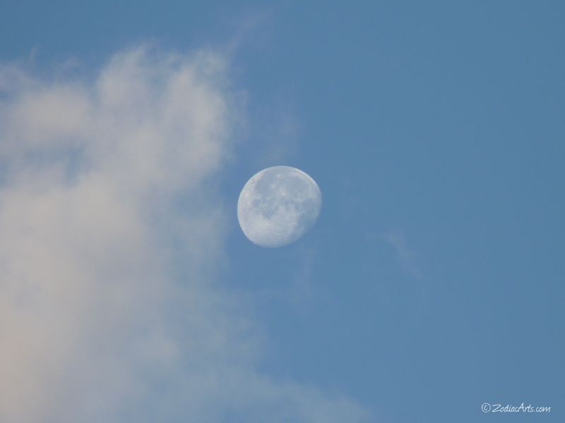 20160425-0637-P1310239-Moon5-6-Clouds