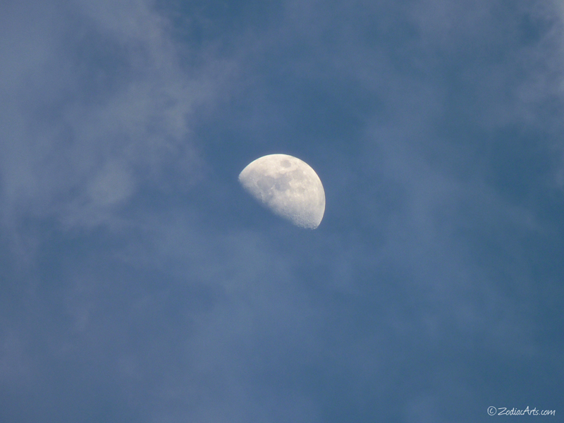 20160514-1850-P1310787-Moon3-Clouds