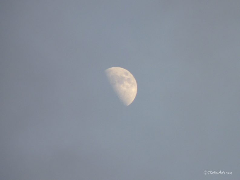 20160612-1910-p1320953-moon3-clouds