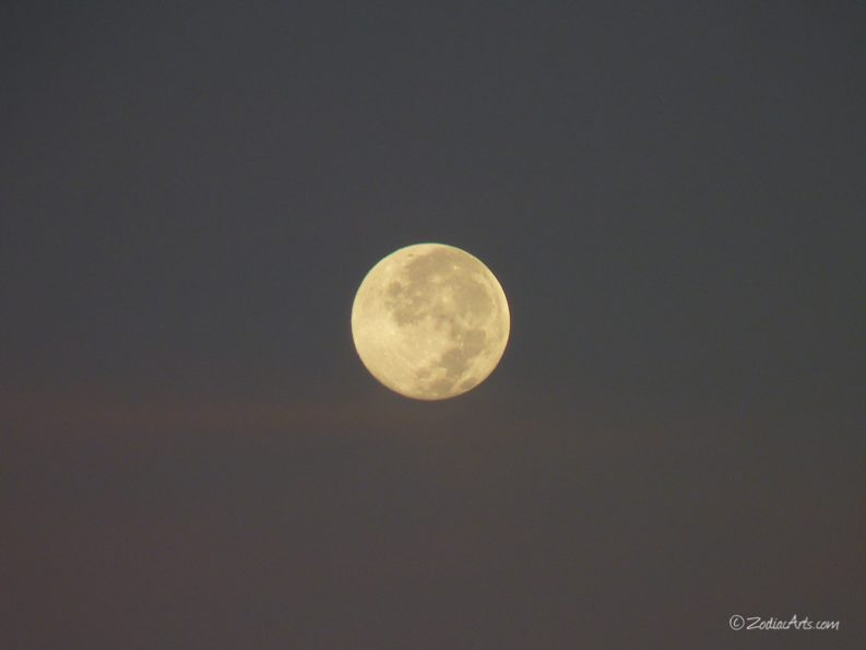 20160720-0559-p1340235-moon5