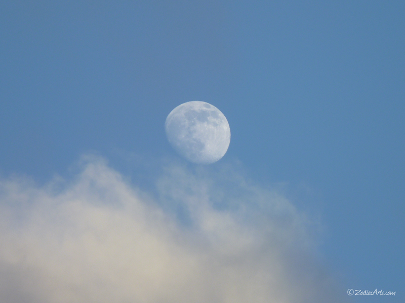 20160814-0632-p1350205-moon4-clouds