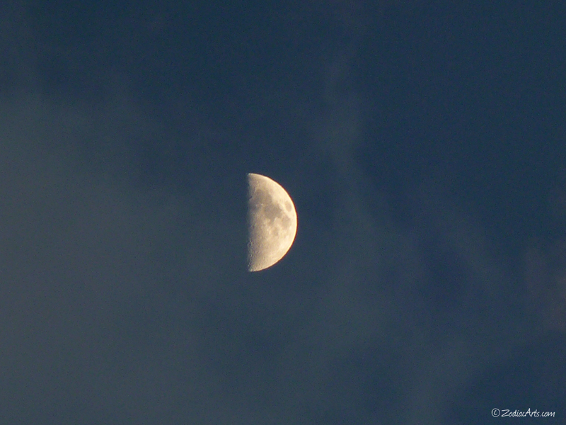 20141030-1753-P1150271-Moon3-Clouds