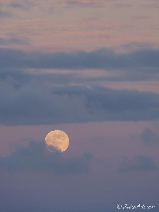 Moon5-P1080905
