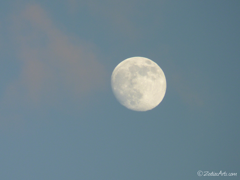 20140906-1834-P1130964-Moon4-5-Clouds
